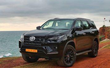2021-Toyota-Fortuner-all-black-exterior